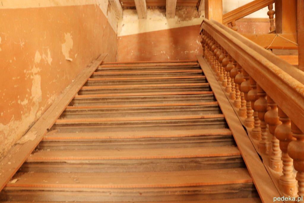 Piękne schody w pałacu w Sztynorcie