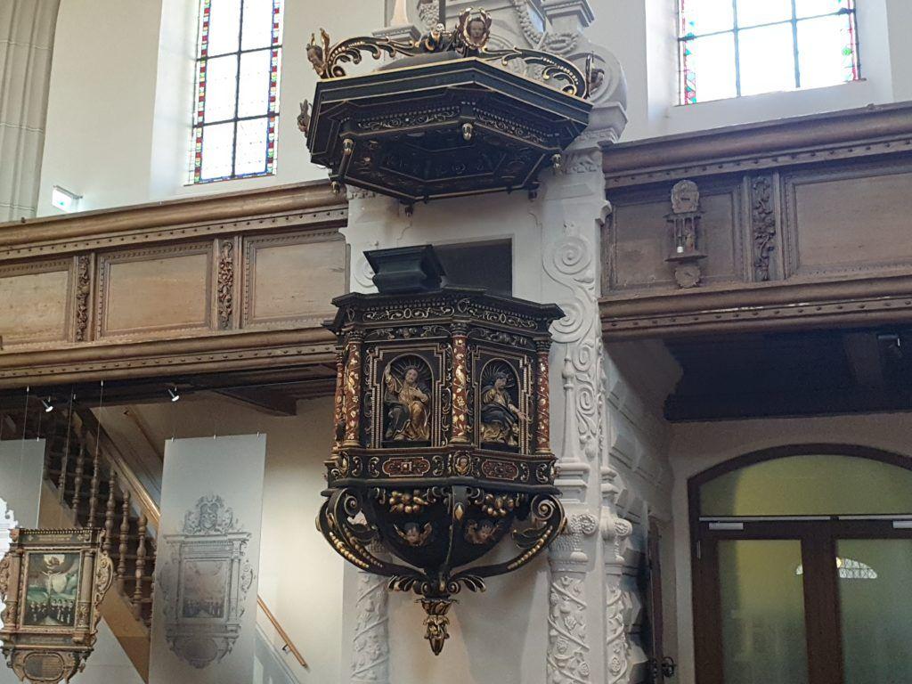 Żytawa, ambona w dawnym kościele