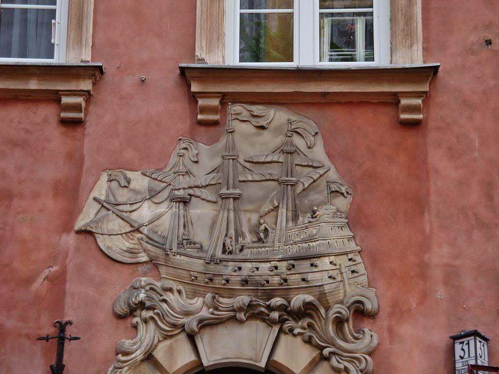 Weekend w Warszawie. Stare Miasto, jedna z kamienic