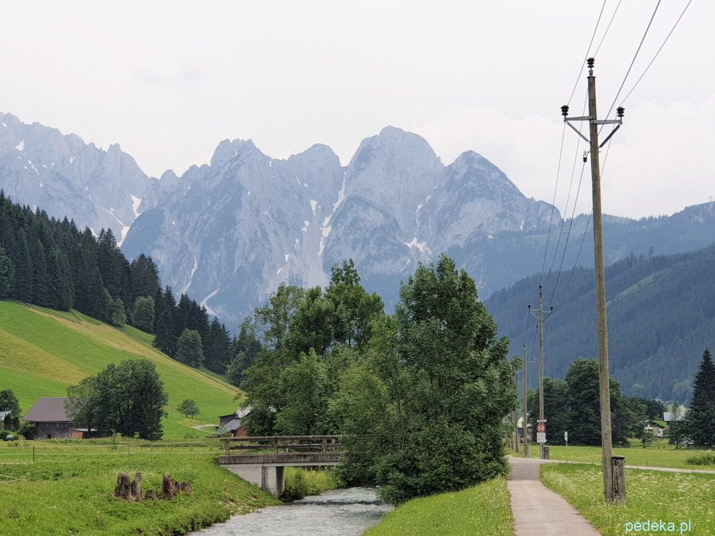 Góry zamykają dolinę
