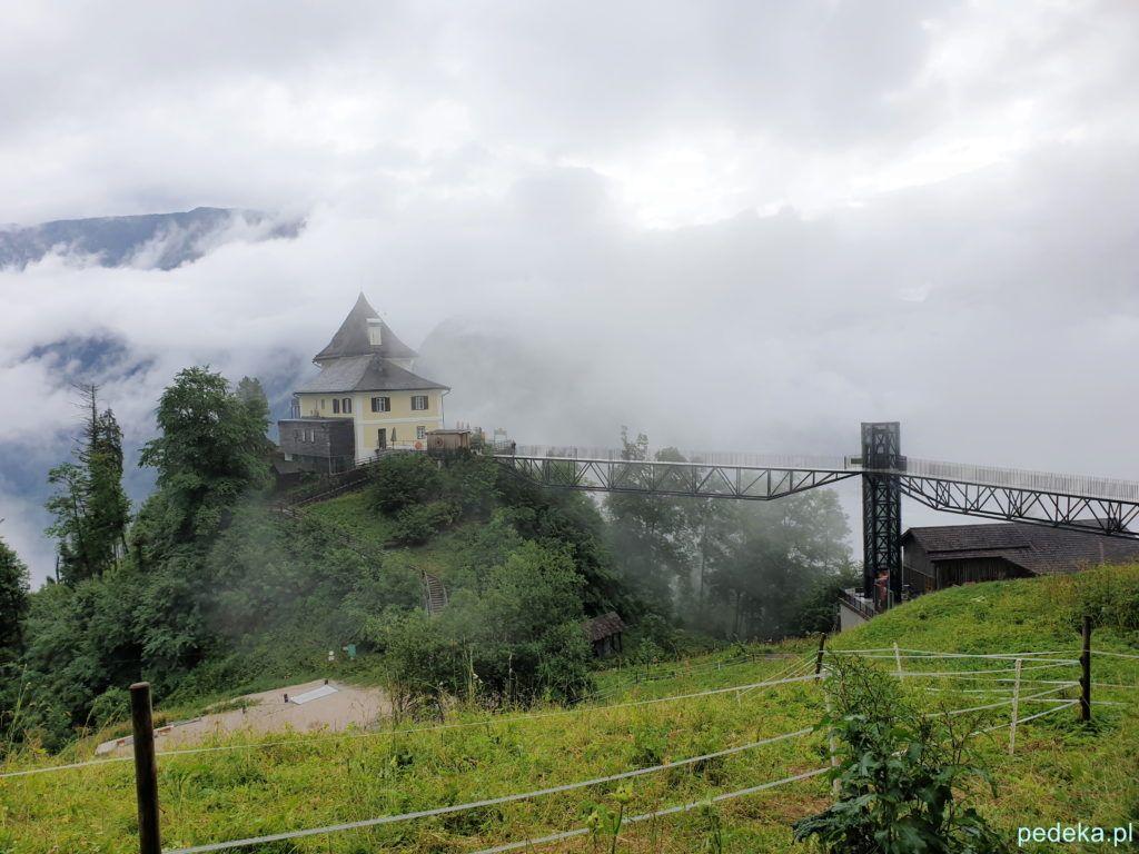 Hallstatt. Restauracja na górze i mgła