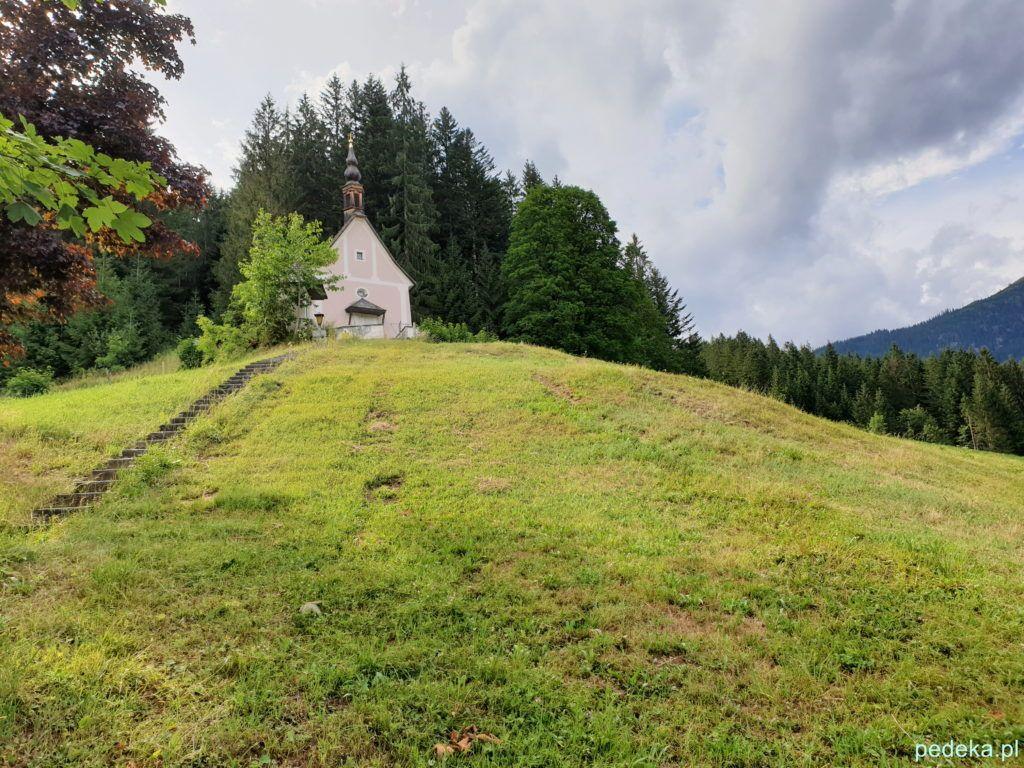Kapliczka nad miejscowością