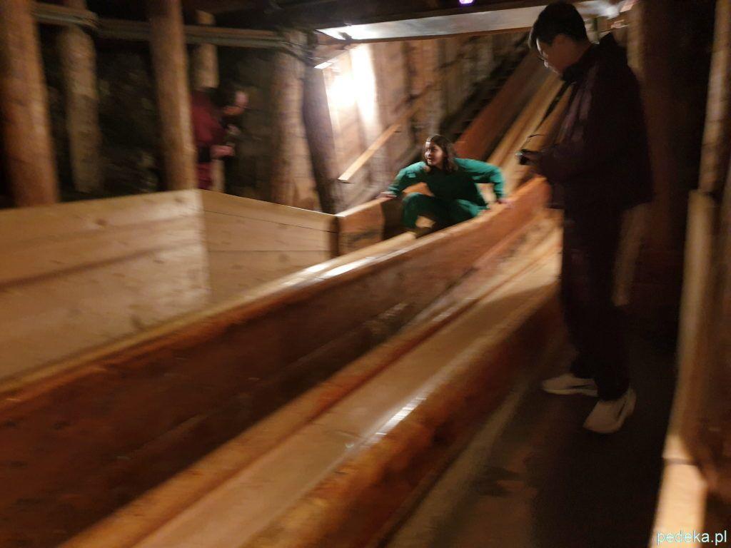 Zjeżdżalnia w kopalni