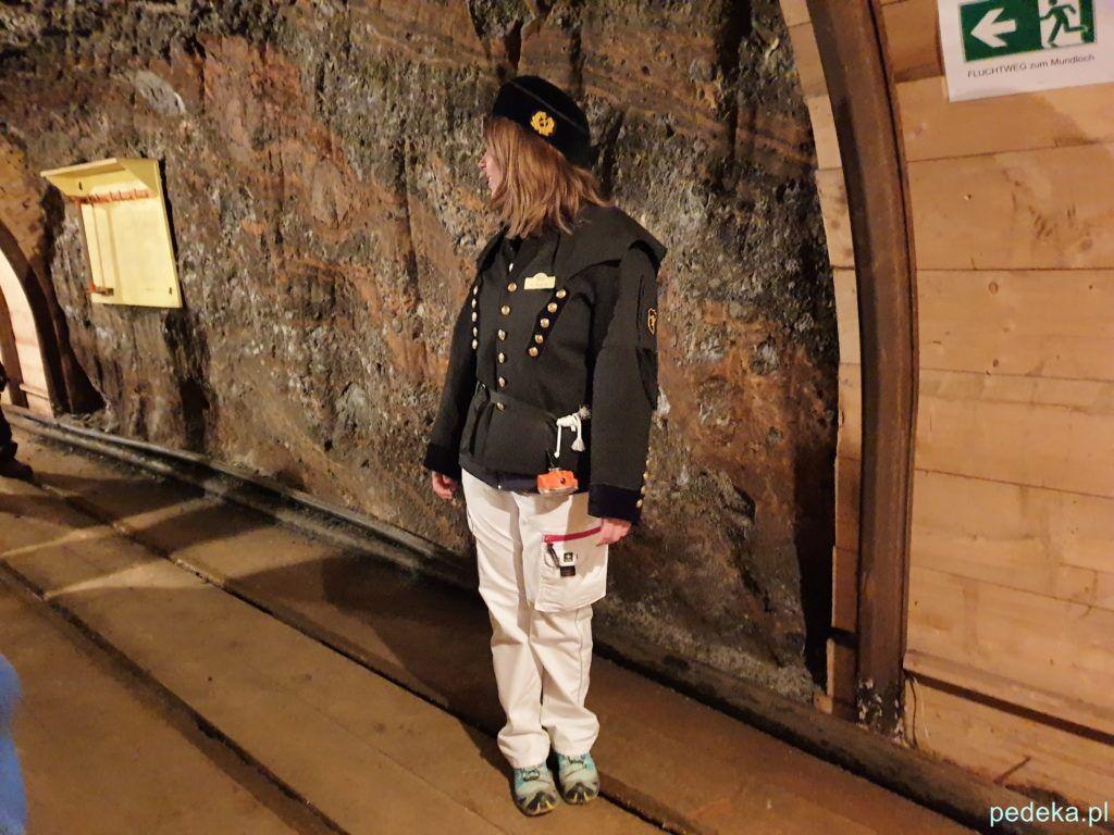 Przewodniczka w górniczym stroju