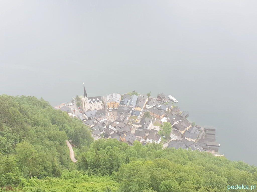 Widok z góry na Hallstatt, kiedy trochę przestało padać