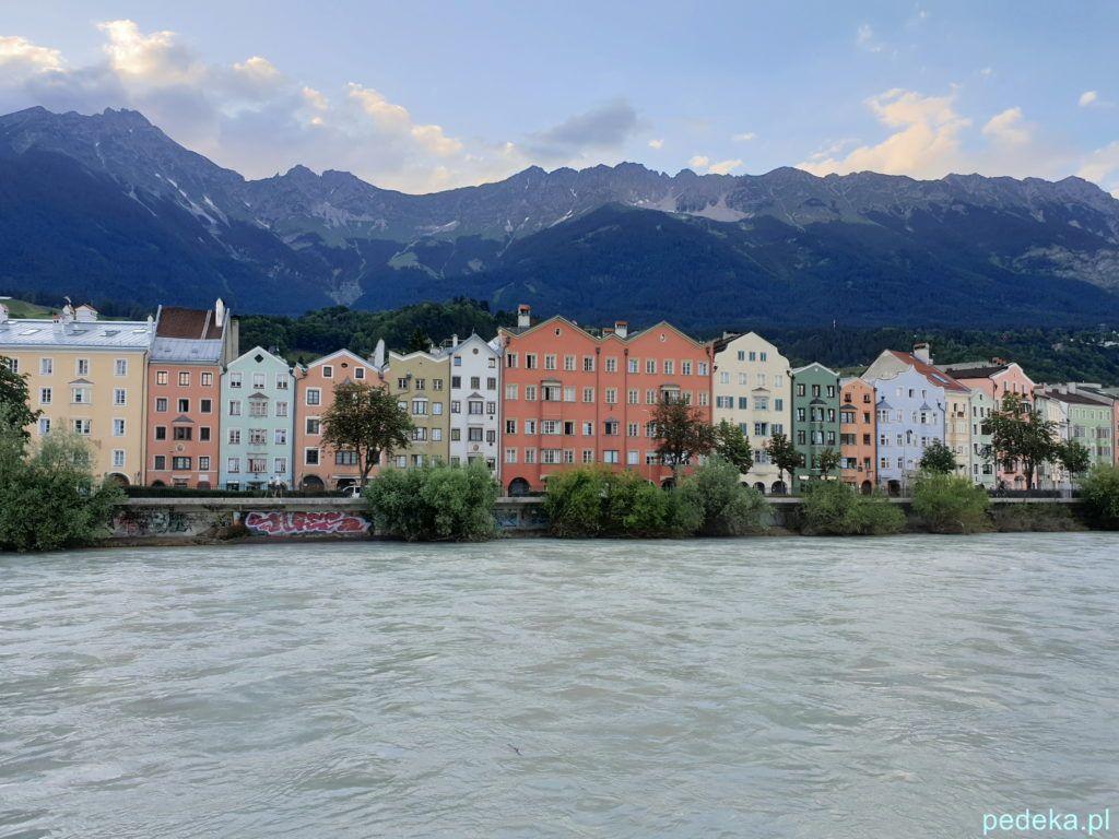Innsbruck. Domy po drugiej stronie rzeki