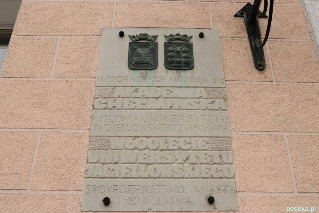 Tablica na budynku, w którym mieściła się akademia Chełmińska