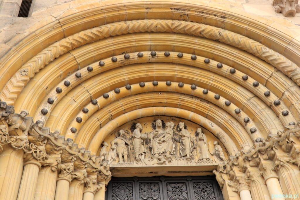 Bamberg, Portal przy wejściu do katedry