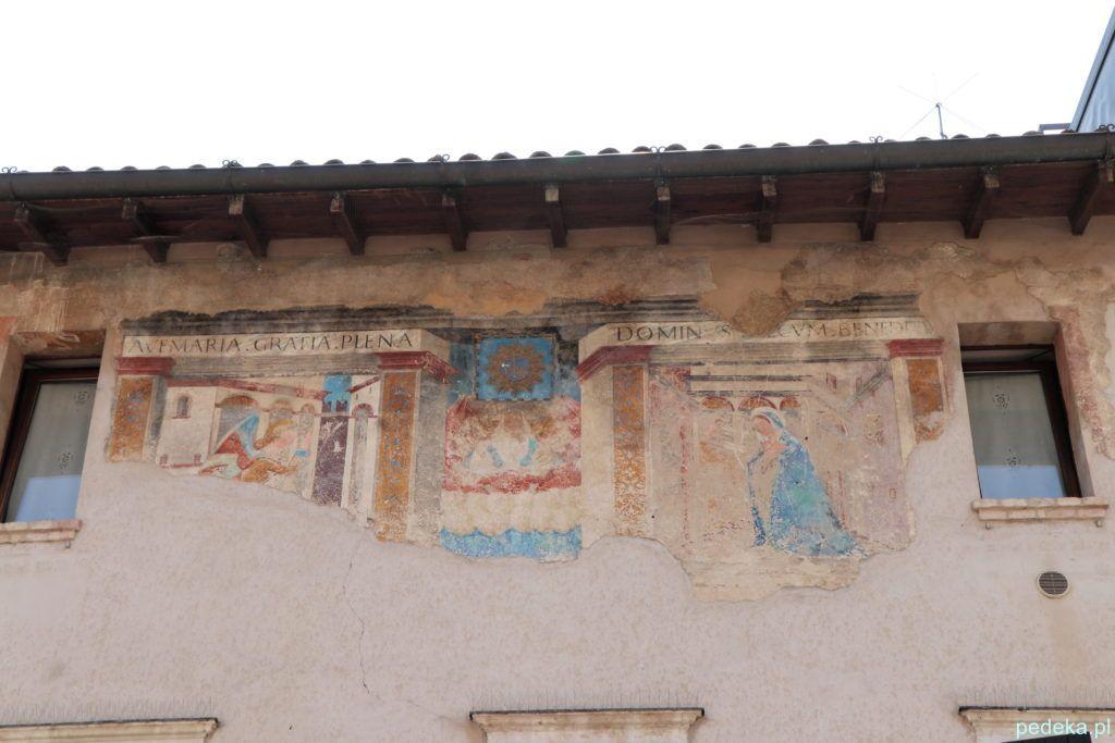 Dom w Bardolino z zachowanym freskiem