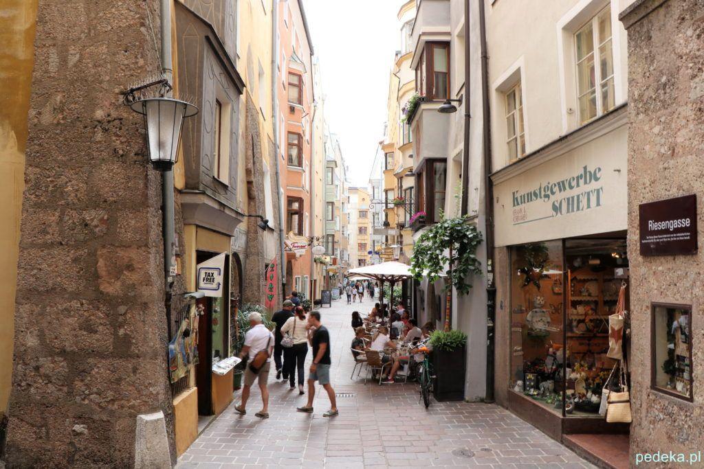 Wąska uliczka na Starym Mieście