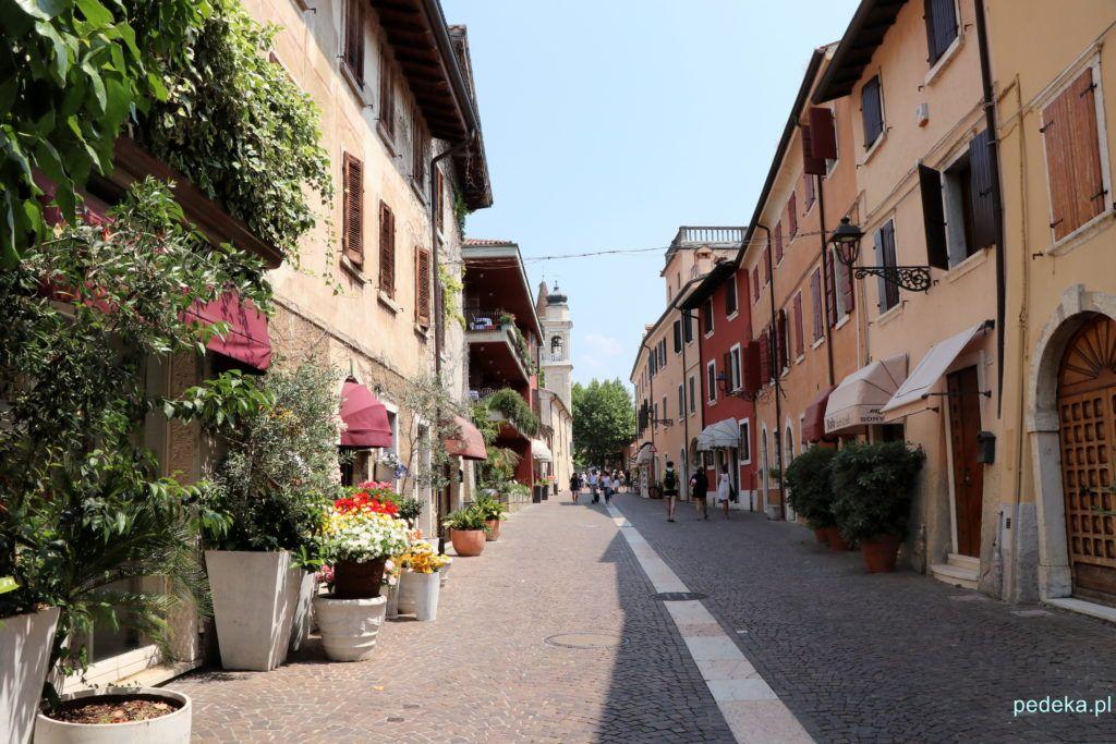 Malownicza uliczka w Bardolino
