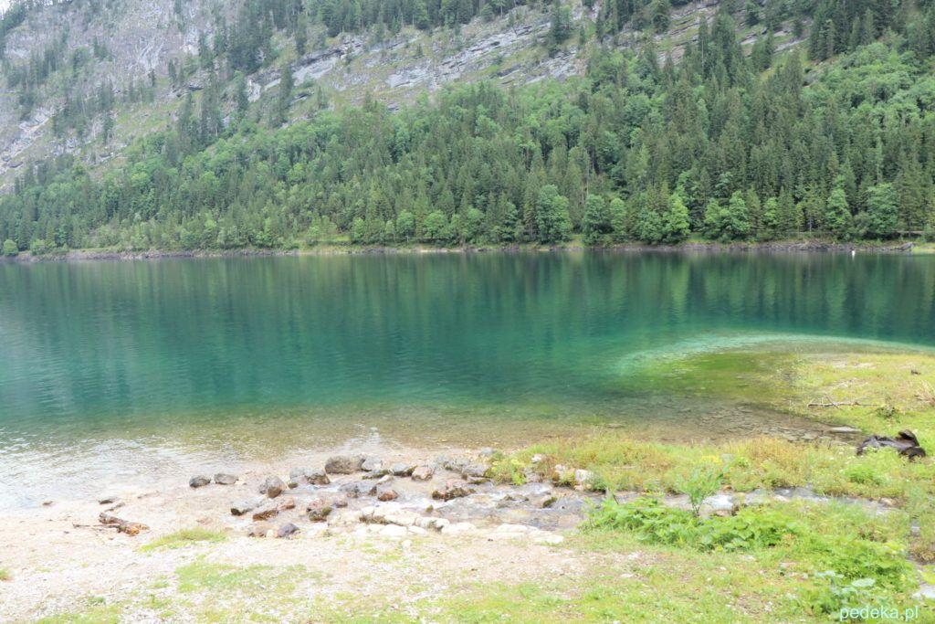Turkusowa woda w jeziorze
