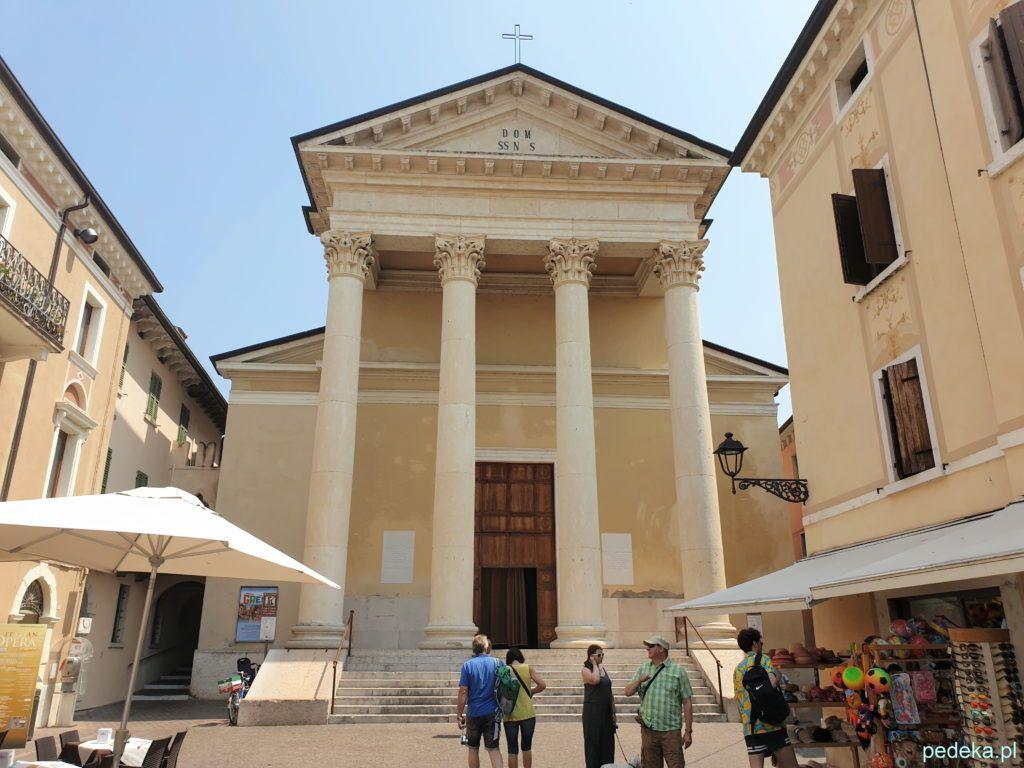 Klasycystyczna fasada kościoła św, Mikołaja
