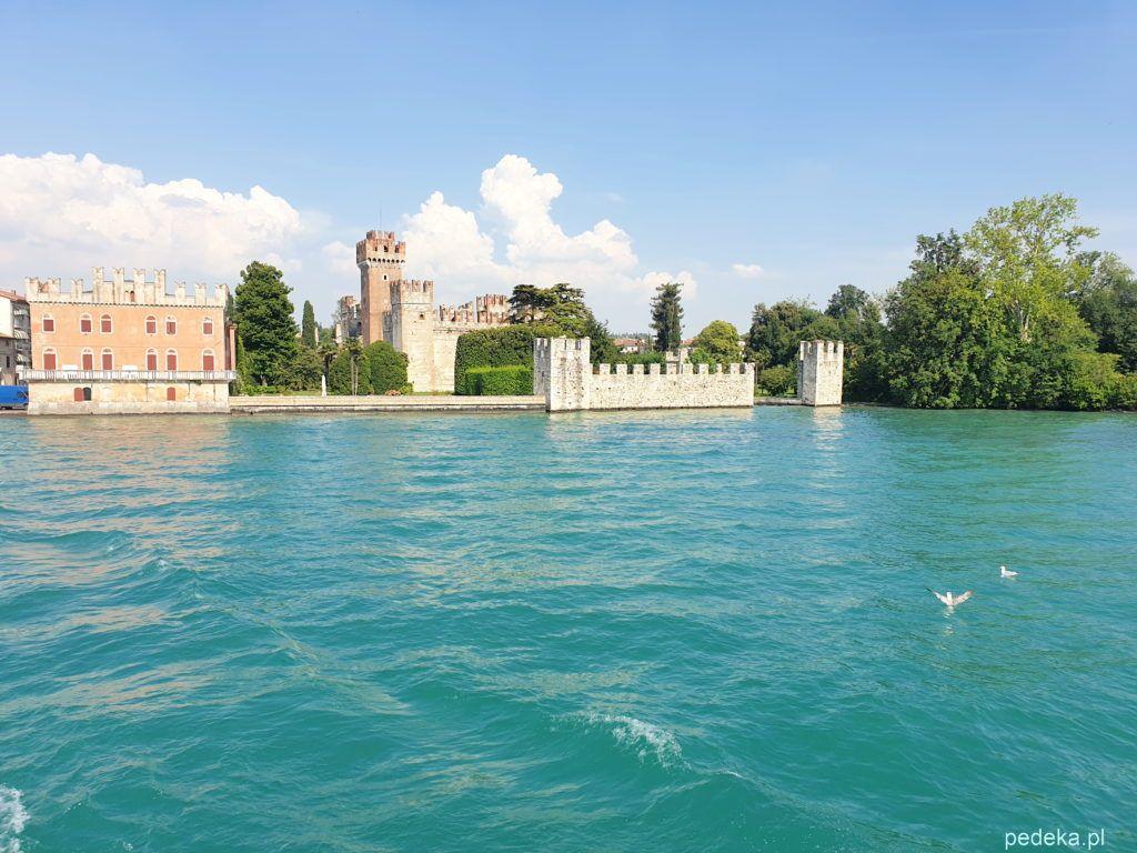 Zamek w Sirmione. Widok od strony wody