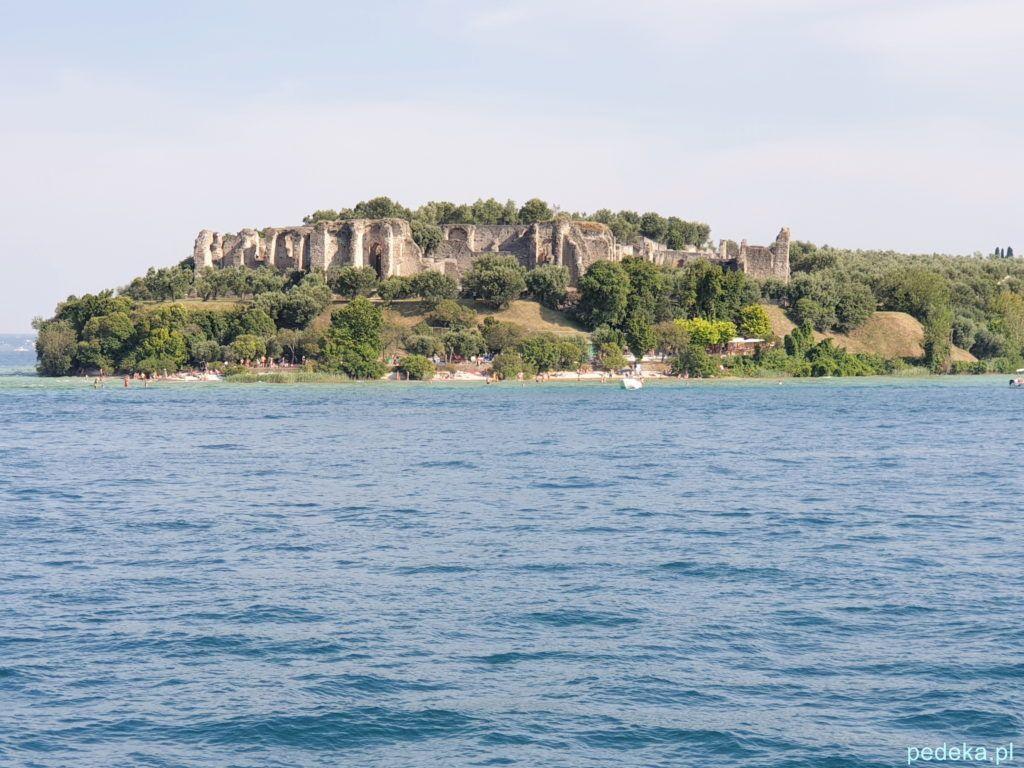 Willa rzymska w Sirmione. Widok od strony wody