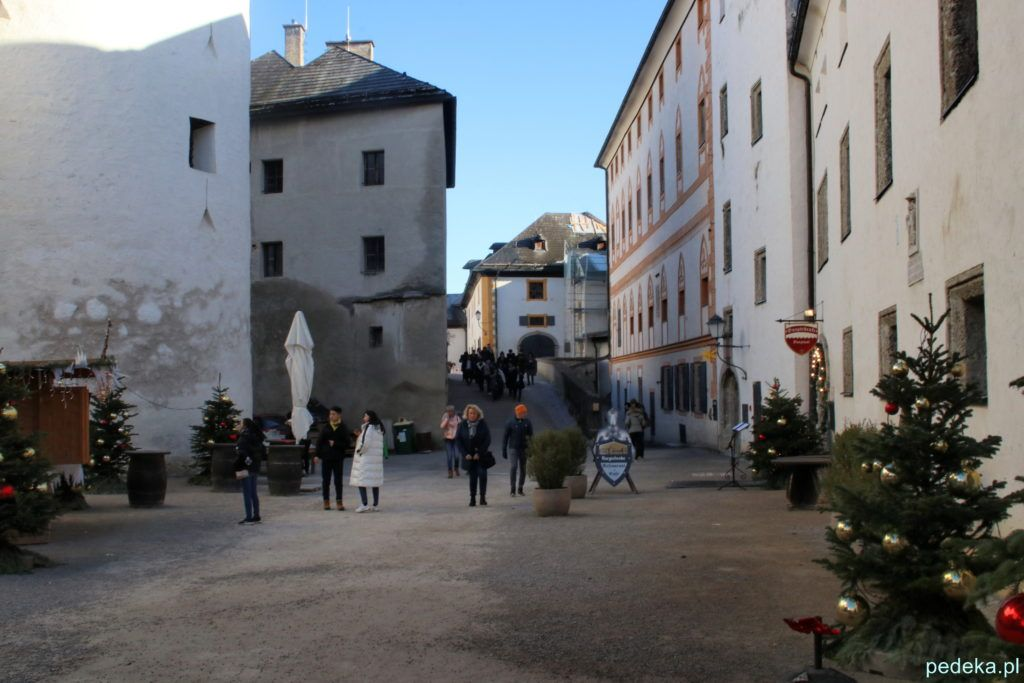 Salzburg, jeden z zamkowych dziedzińców