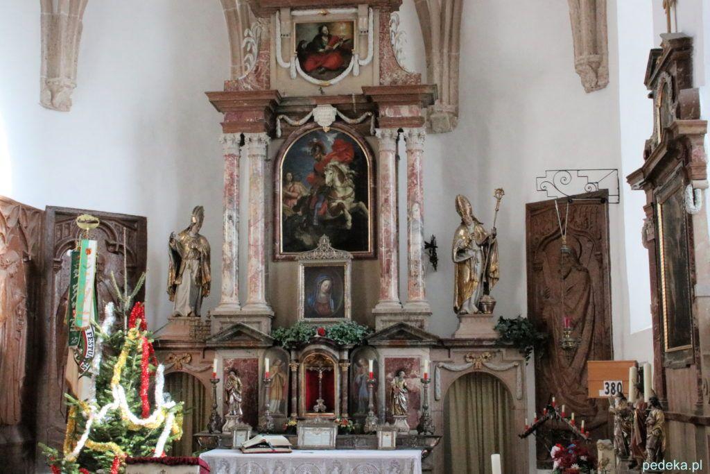 Salzburg. Wnętrze kościółka przy zamku