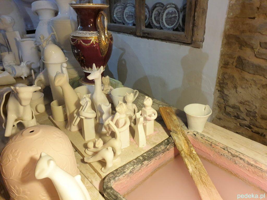 Figurki czekają na specjalną kąpiel
