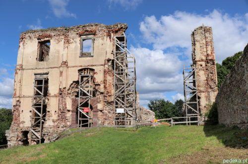 Ruiny z przodu
