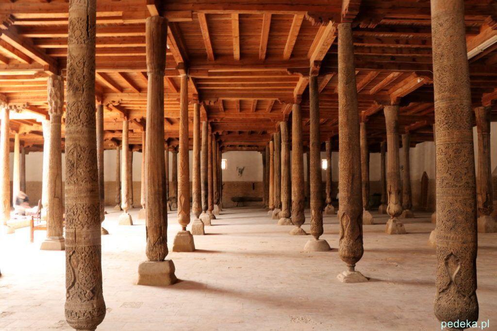 Chiwa meczet z drewnianymi kolumnami