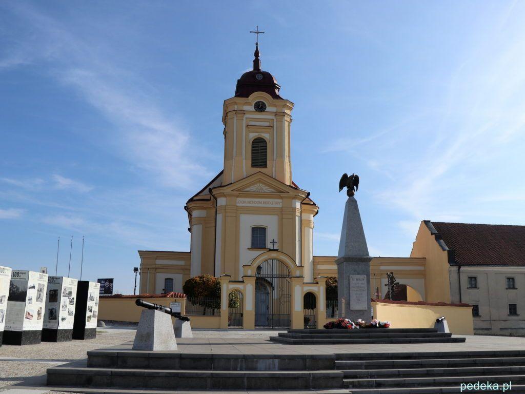 Zamknięty kościół w Choroszczy. Widok od strony rynku