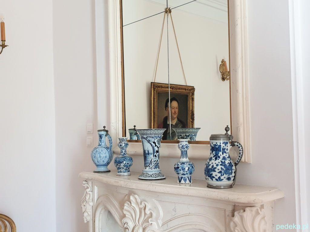 Pałac w Choroszczy. Portret Jana Klemensa odbijający się w lustrze