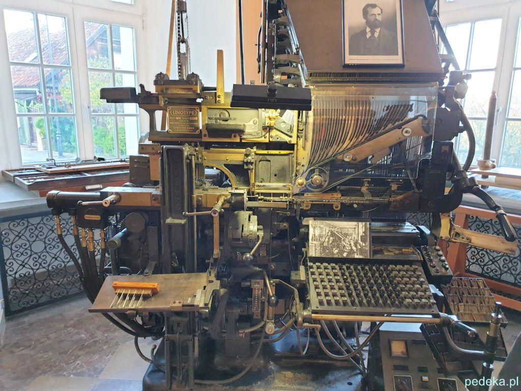 Kolejna maszyna w muzeum drukarstwa