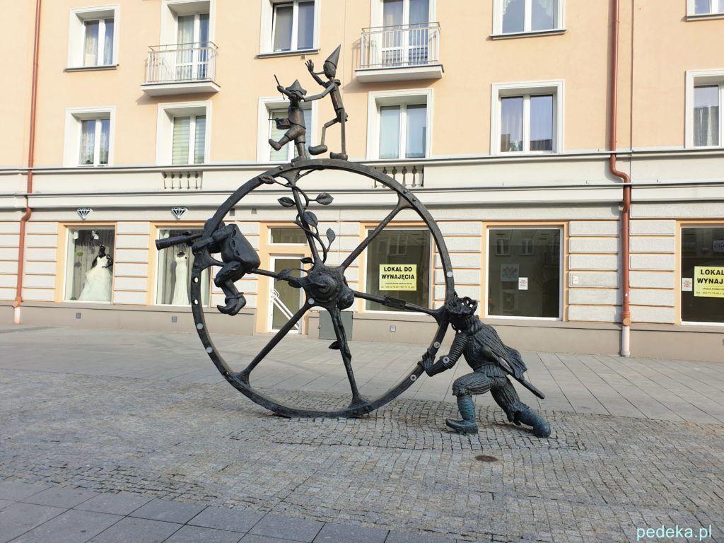 """Białystok. Rzeźba """"Podróż"""""""