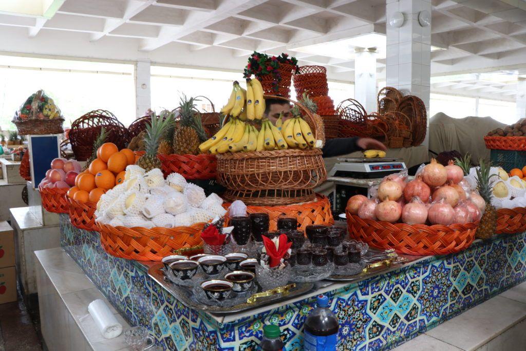 Owoce na bazarze w Samarkandzie