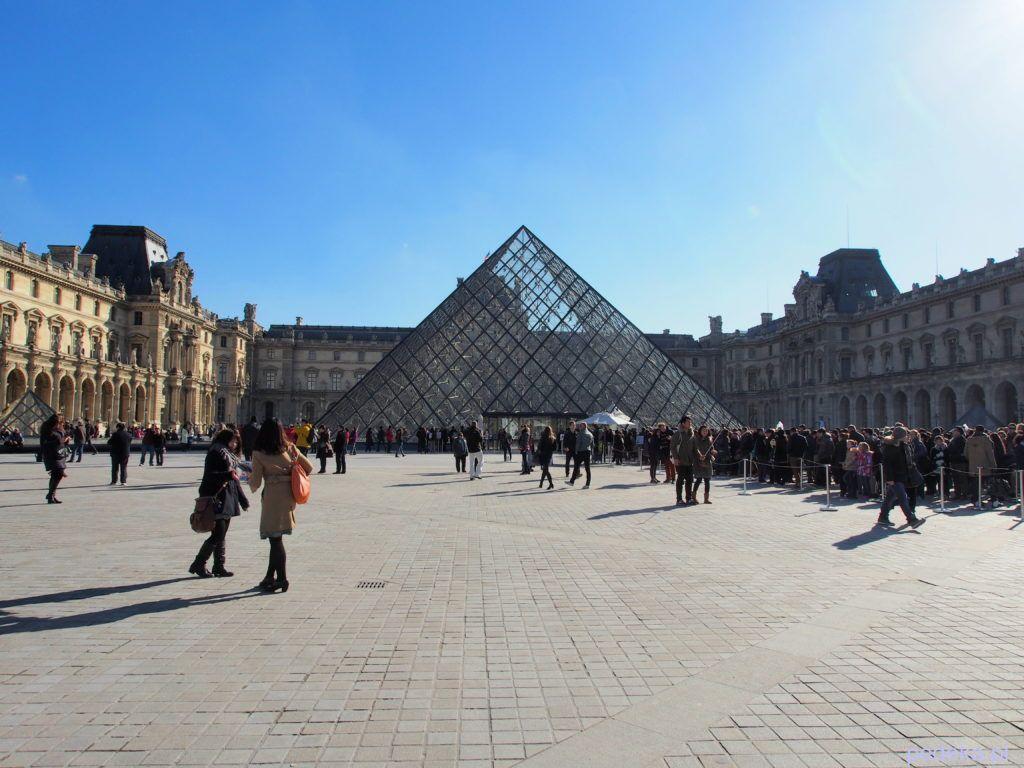 Jeden dzień w Paryżu. Luwr