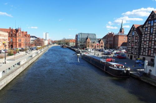 Jeden dzień w Bydgoszczy. Przechodzący w dzień