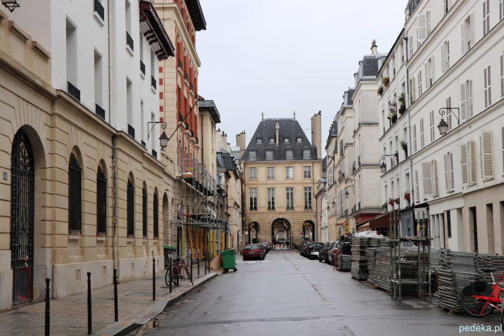 Paryż Le Marais. Jedna z ulic