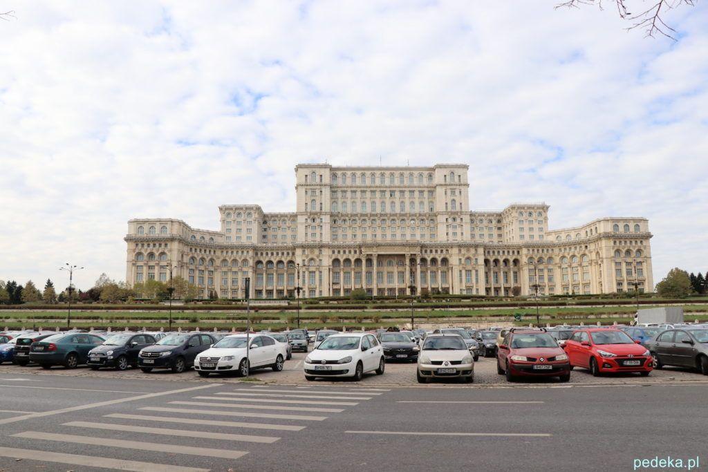 Bukareszt zwiedzanie parlamentu. Budynek w całej okazałości