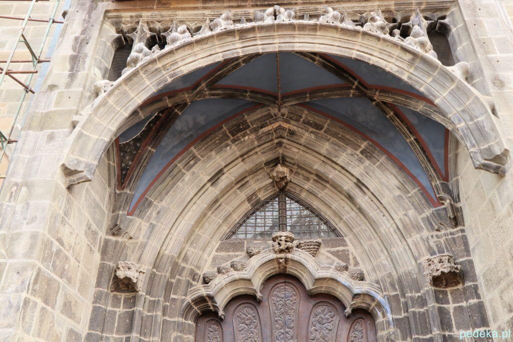 Jeden z portali w Czarnym Kościele