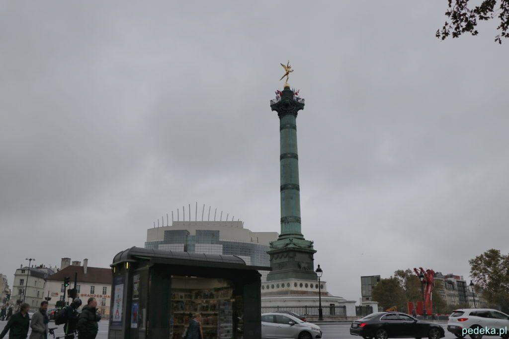 Plac Bastylii, za Kolumną opera