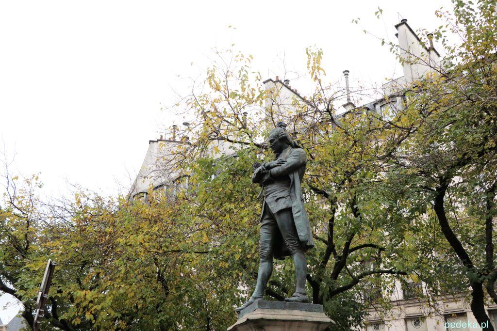 Paryż Le Marais. Plac Wogezów. Pomnik Ludwika XIII