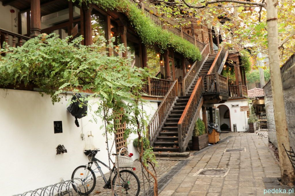 Bukareszt Stare Miasto. Dziedziniec restauracji