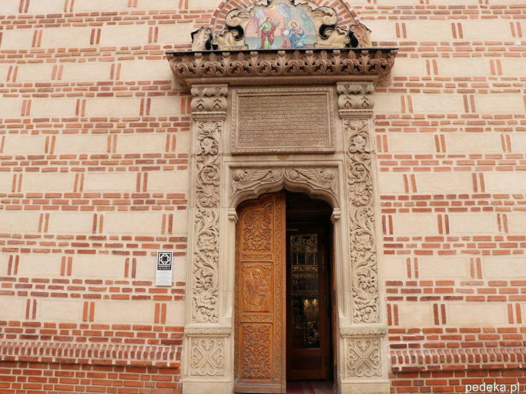 Bukareszt Stare Miasto. Cerkiew św. Antoniego, wspomniany portal i oryginalna fasada