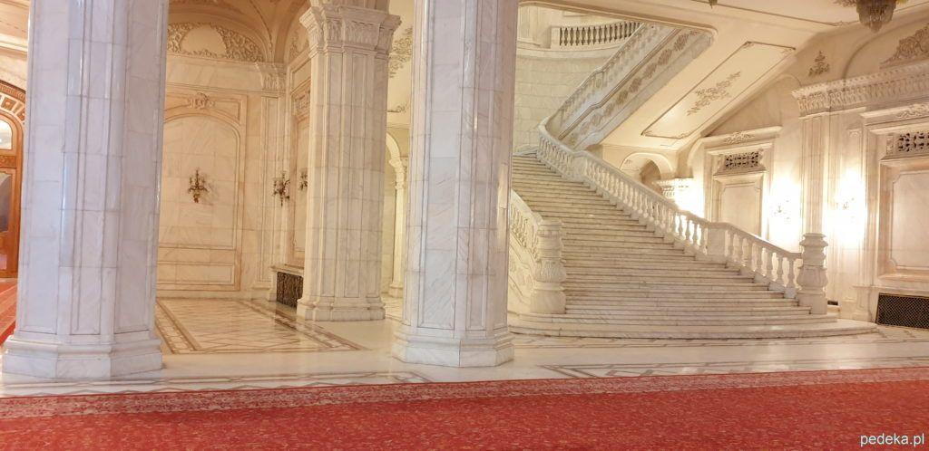 Bukareszt zwiedzanie parlamentu. Główny hol