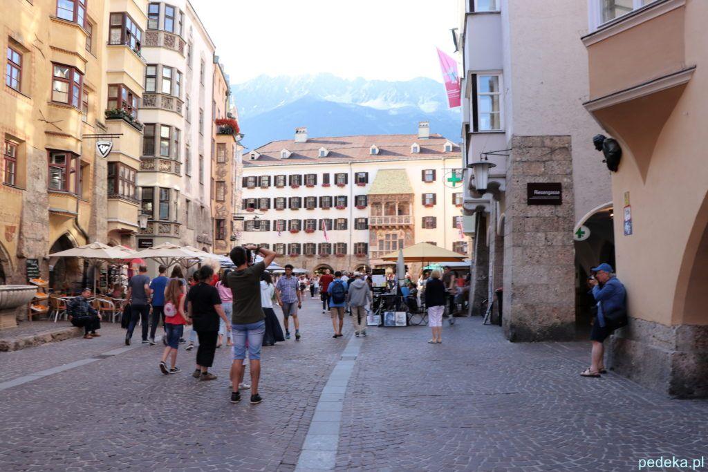 Jeden dzień w Innsbrucku. Ulica wiodąca do Złotego  Daszku