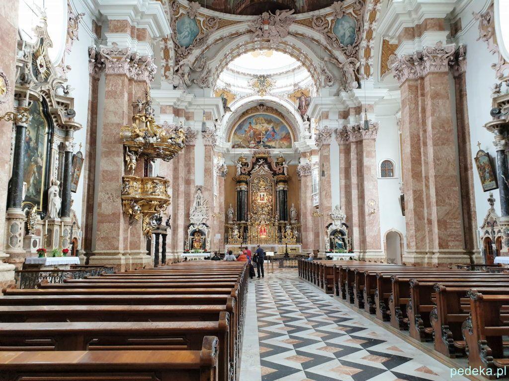 Jeden dzień w Innsbrucku. Wnętrze katedry