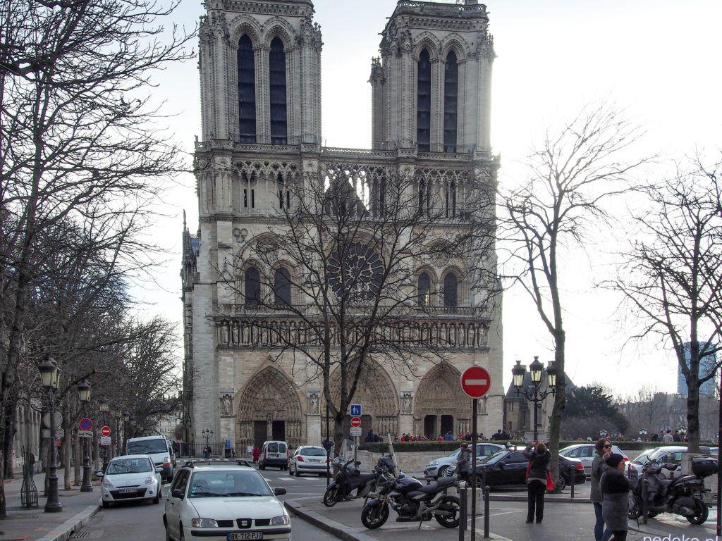 Katedra Notre Dame. Tym razem od frontu, przed pożarem