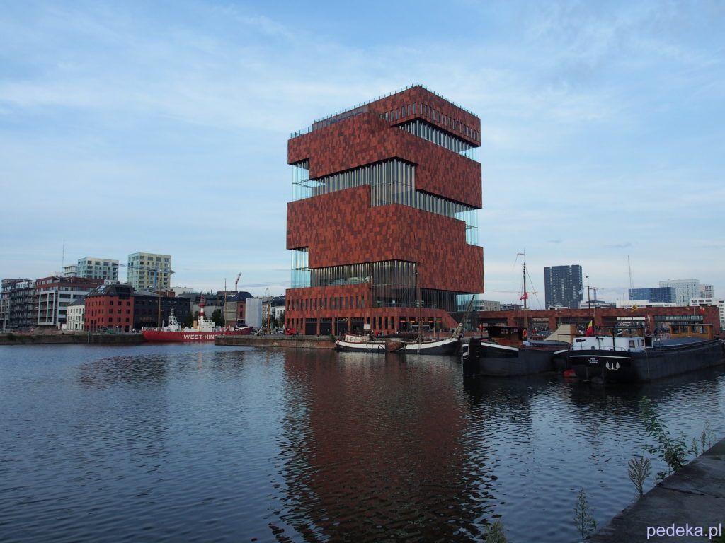 Jeden dzień w Antwerpii. Budynek MAS
