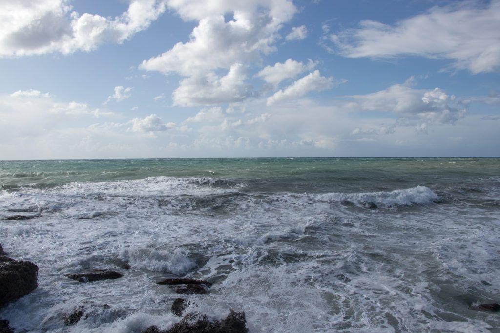 Pafos. Morze podczas sztormu