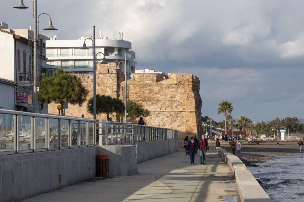 Larnaka. Mury zamku z zewnątrz