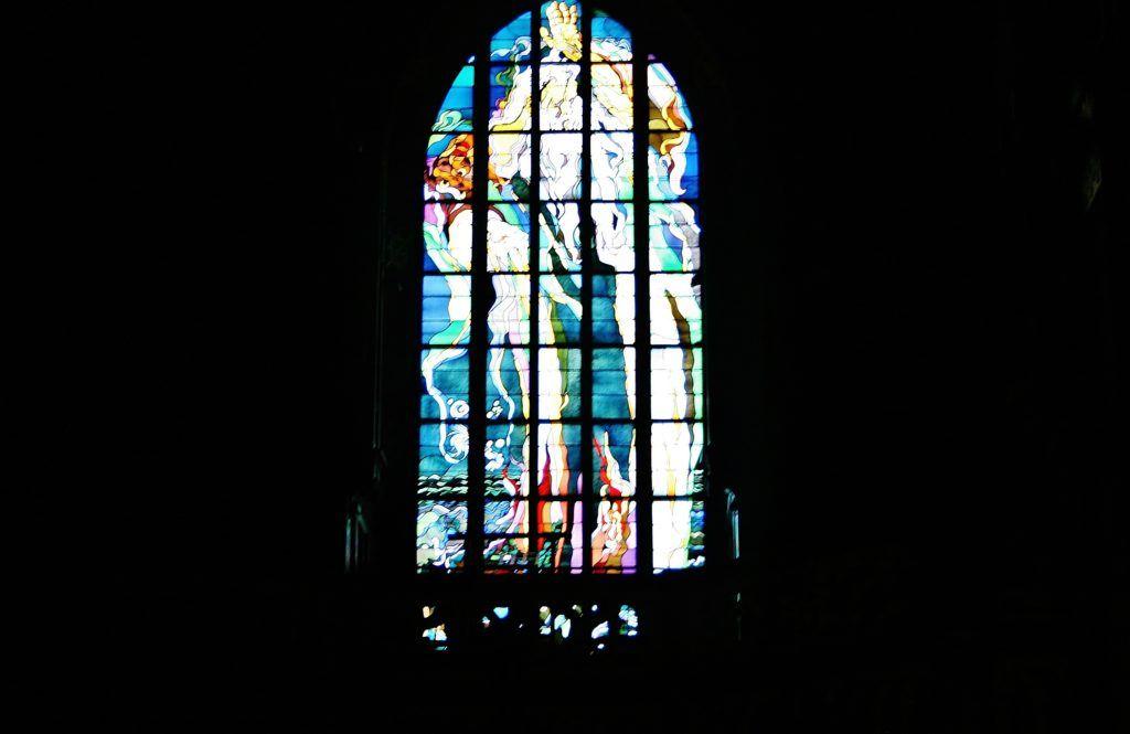 Jeden z witraży w Kościele Franciszkanów