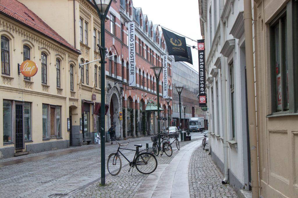Malmö, jedna z malowniczych ulic w centrum miasta