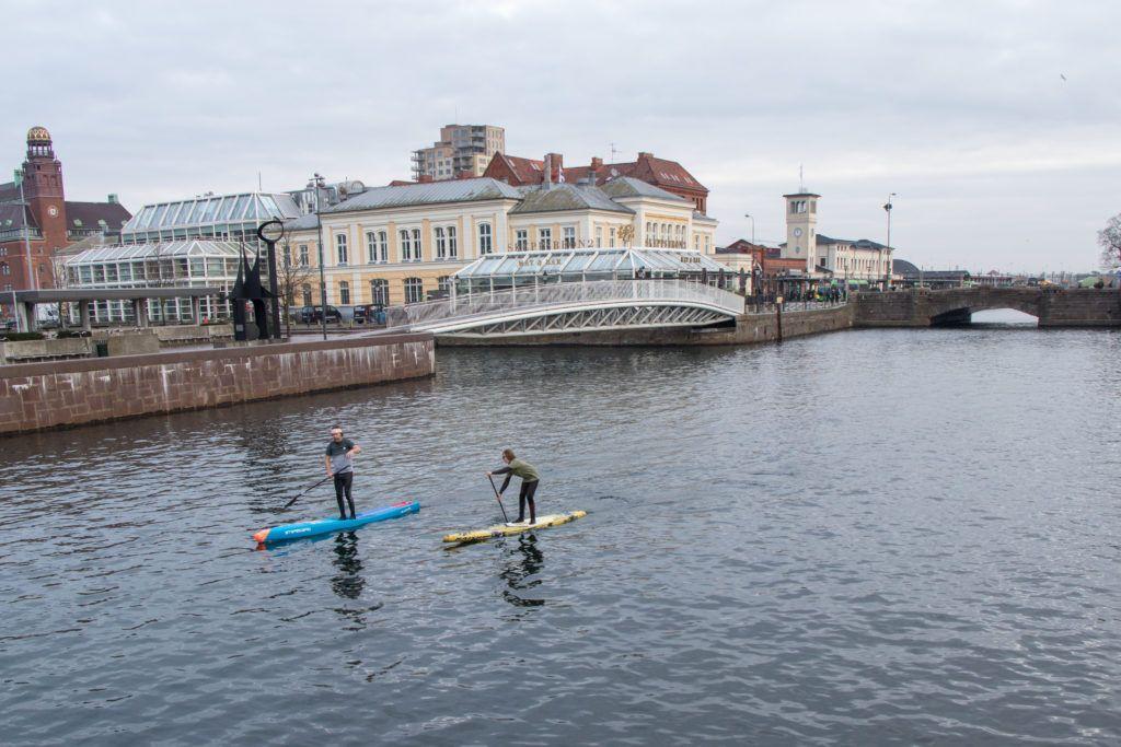 Malmö, dwóch ludzi na padzie