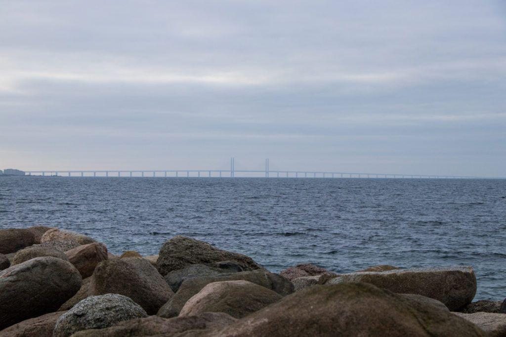 Kopenhaga przed świętami. Most łączący Malmo i Kopenhagę