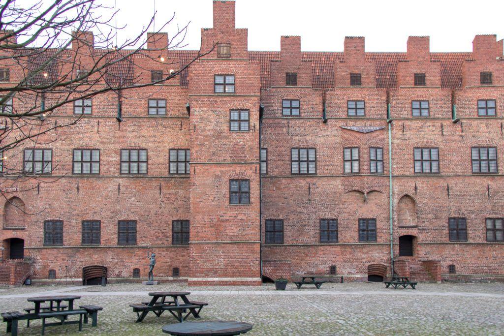 Malmo. Budynek zamkowy, w którym zwiedzaliśmy komnaty i wiezienie